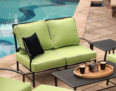 San Michelle Loveseat (710-22)